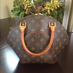 Louis Vuitton Elipse~. Authentic